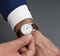 worker-adjusts-watch-1365362-m